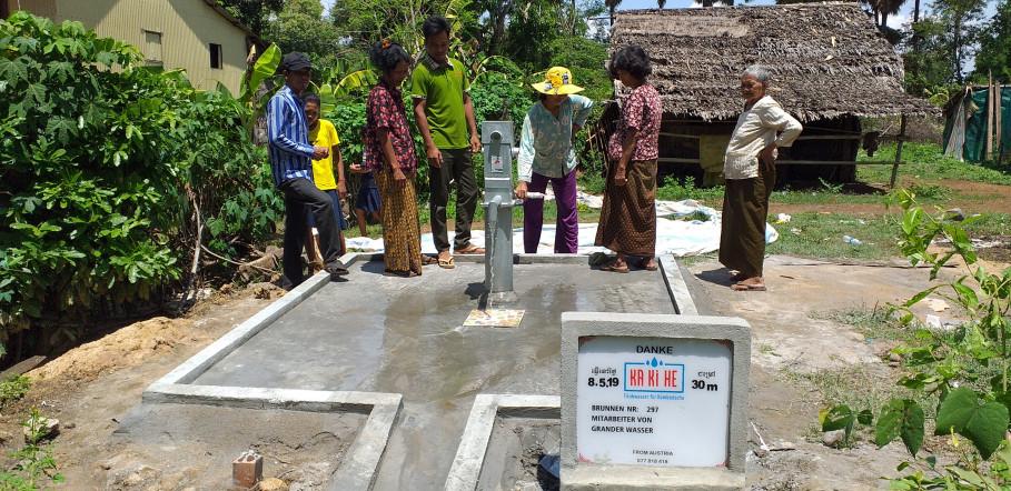 Nouveau puits d'eau potable pour le Cambodge en fonction