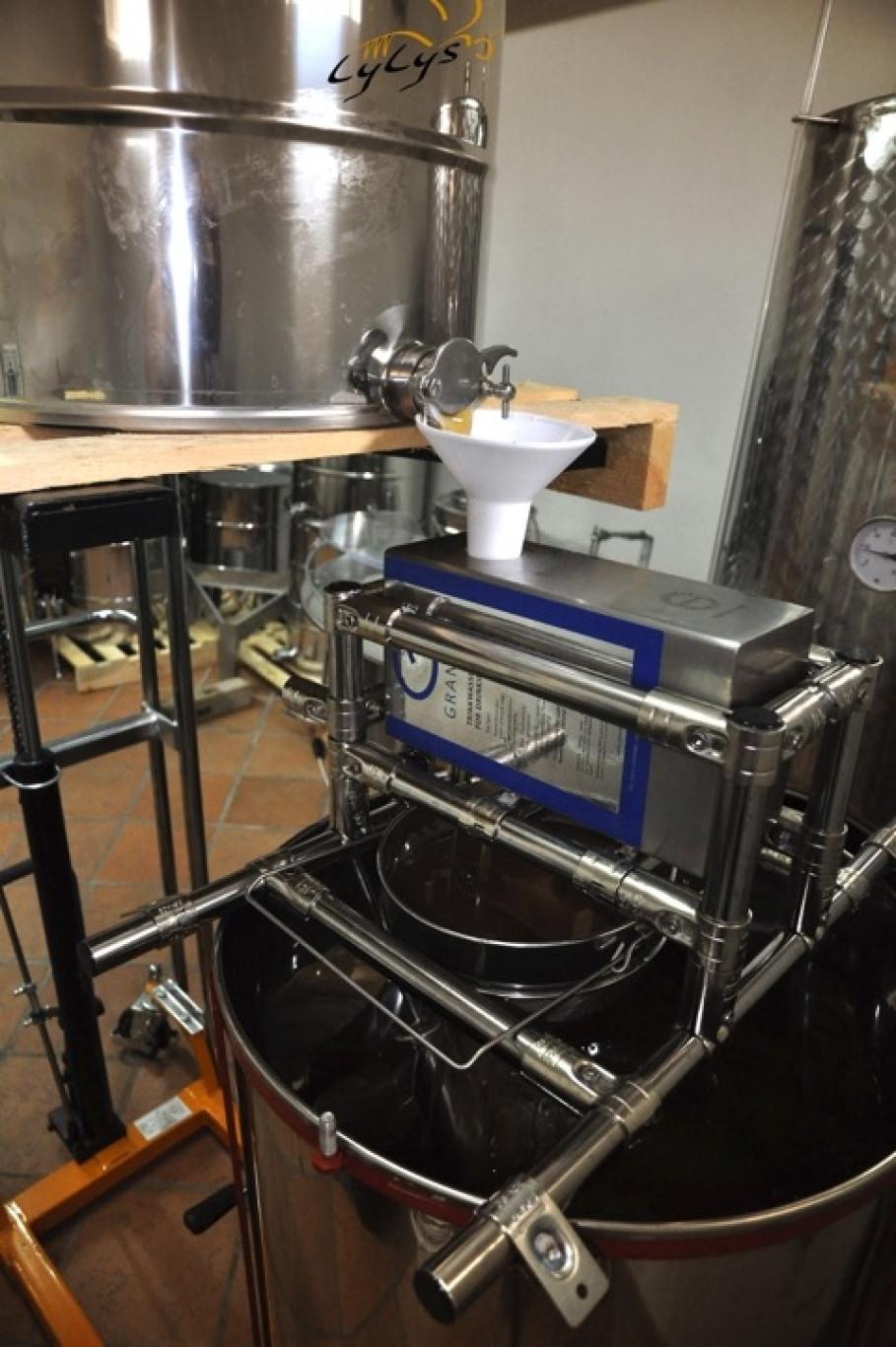 LyLys Honey flows through the GRANDER® system
