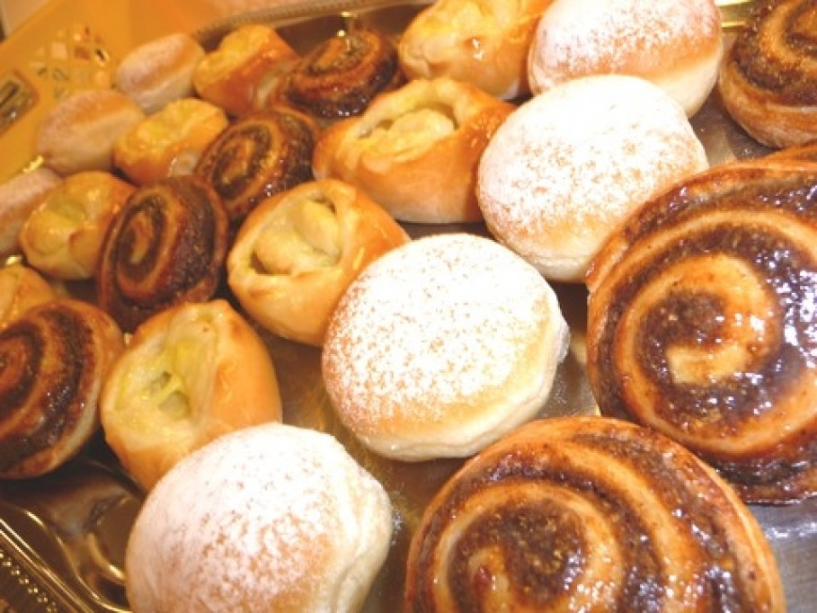 Confectionery Spirig GmbH, Diepoldsau - never a dull moment for the sweet bread toppings!